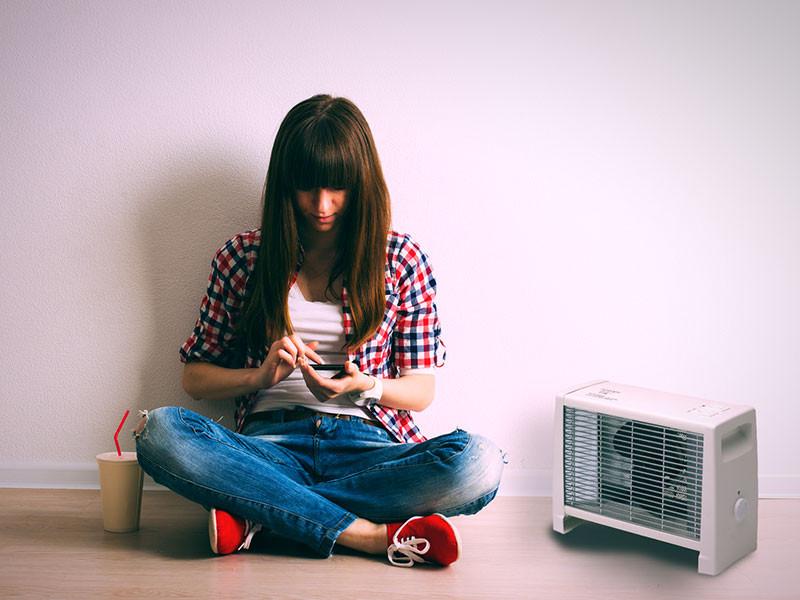 Adax ventilátoros hősugárzó fiatal lánnyal